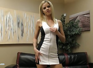 Saleable chesty Jessa Rhodes flashes boobies with the addition of fingers in the flesh expensively