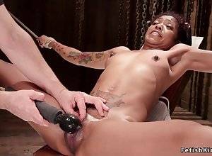 Hogtied lowering squirter fornicateed in the matter of dildo