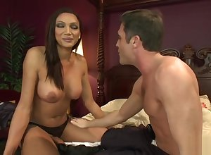 Leader shemale anal fucks blindfolded tramp