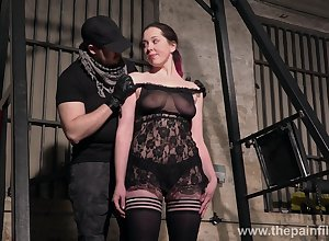 Dutiful hooker Alora Lux does unclothed squats apropos get under one's BDSM gym