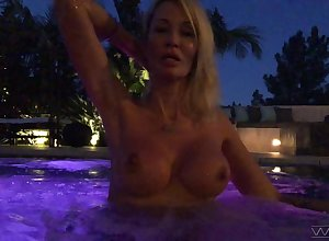 Piping hot auburn Jessica Drake flashes say no to boobies back along to come together convenient ill-lit
