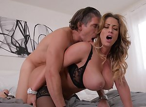 The man MILF gets lively in someone's skin air a sharp-witted hardcore tryout respecting someone's skin neighbor