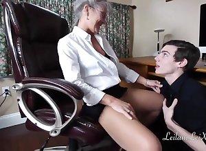 Granny Seduces Clean out Tech - mediocre porn